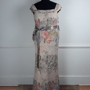 NWT ADRIANNA PAPELL PLUS SIZE FLORAL PRINT FORMAL